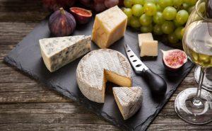 Read more about the article Comment choisir le vin qui accompagne le fromage, un bon rouge toujours